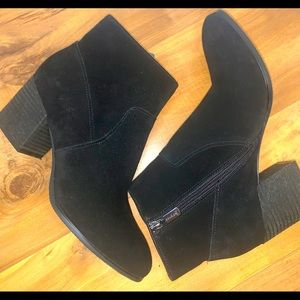 Blondo Sondra Waterproof Suede Booties Black Size 9.5